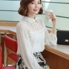 เสื้อเชิ๊ตทำงานแฟชั่นเกาหลี สีขาว ผ้าชีฟอง คอปก ช่วงไหล่แต่งลูกไม้
